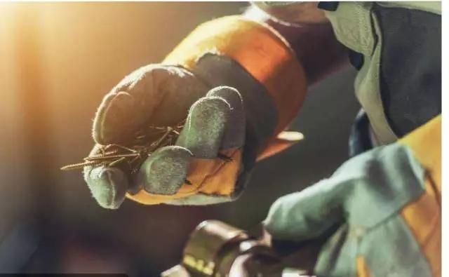 德国工人拧螺栓拧三圈回半圈,是不是傻了呢?